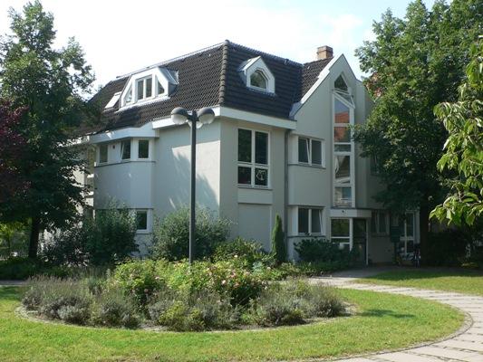 Fassadenbeschichtung mit fungizid eingestellter Silikonharz-Fassadenfarbe